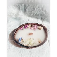 Интерьерная свеча из 100% кокосового воска в кокосе.160 гр.